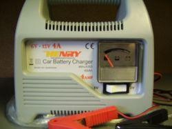 akkumulátor töltő 12V 4 Amp. automata