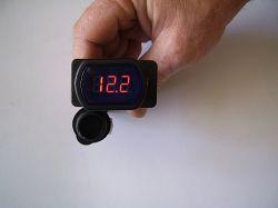 Voltmérő 12-24 V